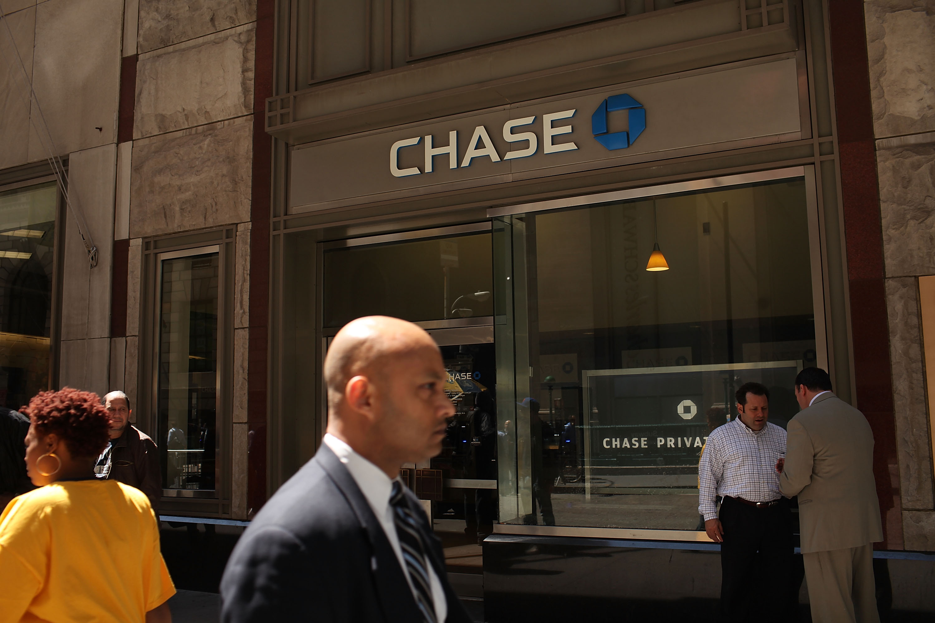 Chase just tried to screw its credit card holders. Here's how you can fight back.